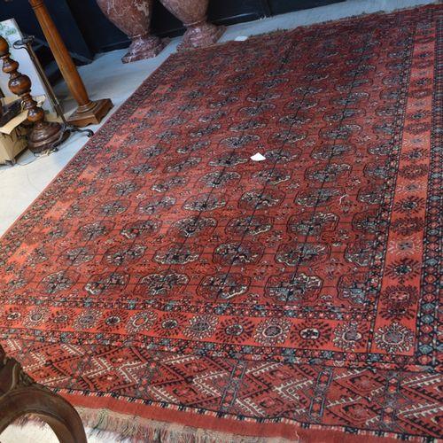 Un tapis style Boukhara à fond rose  330 x 245cm