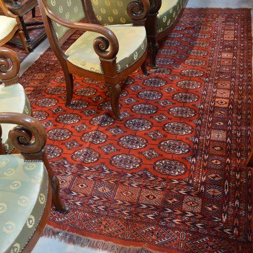 Tapis Boukhara à fond rouge en laine  270 x 190 cm