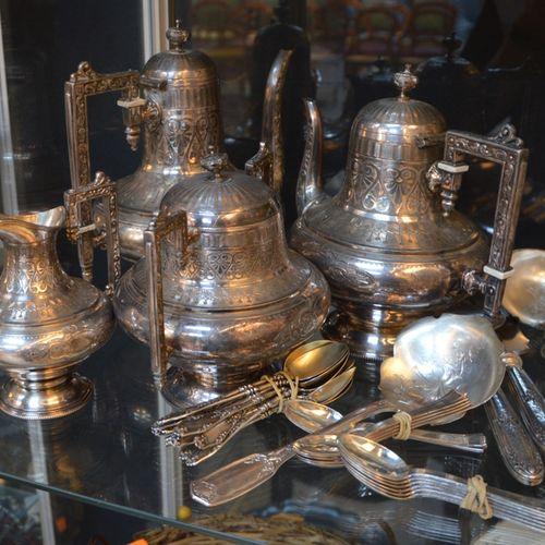 Service thé café 4 pièces, en métal argenté GTN Cie, On y joint un lot de couver…
