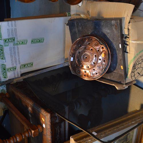 Un lot nécéssaire de cheminée comprenant 板块、铜和网格