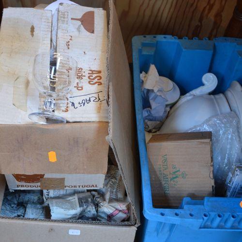 3 cartons de verres et céramiques 各种