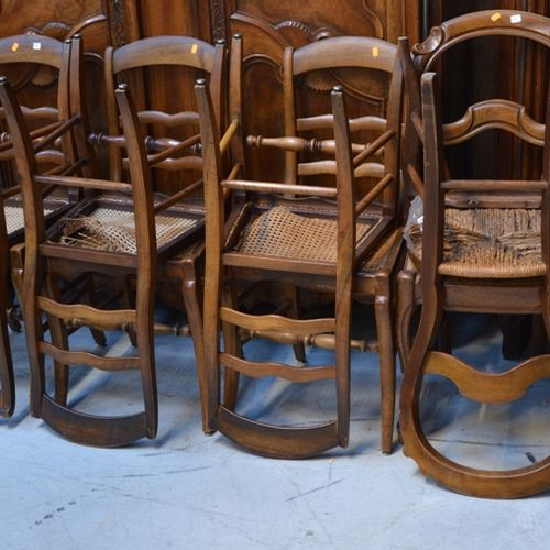 Important lot de chaises dépareillées dont 草铺、藤条、黑木等(原样)。