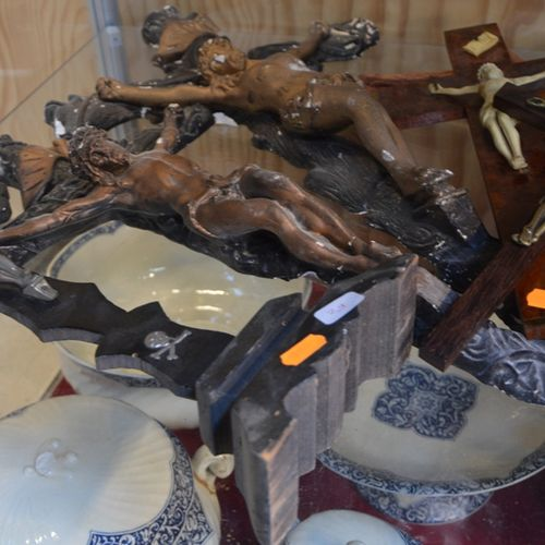 Lot de crucifix en bois et métal null