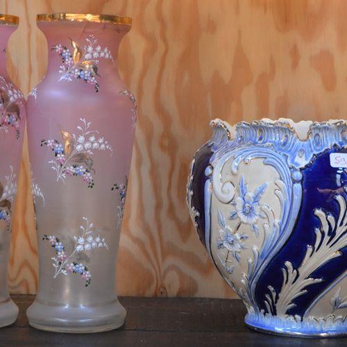 Lot comprenant 2 vases en verre 涂抹和锅架(事故)