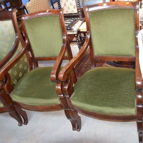 Paire de fauteuils en noyer de 复原风格