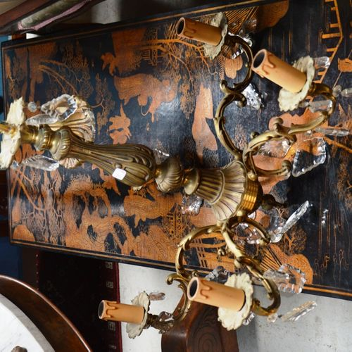 Un lustre en bronze doré et 五臂吊坠