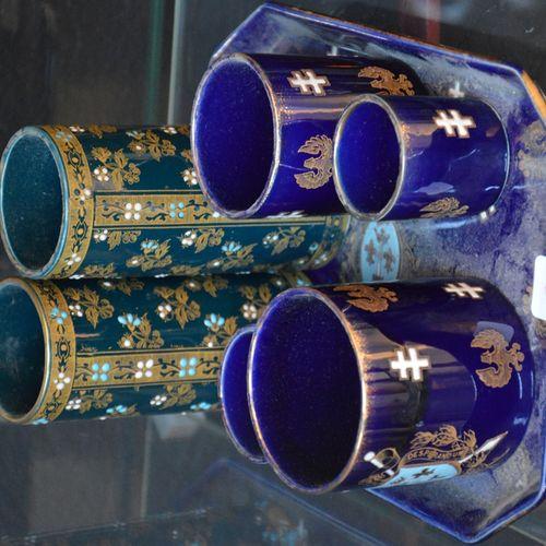 2 petits vases rouleau en faïence de Longwy (accident à un), on y joint un petit…