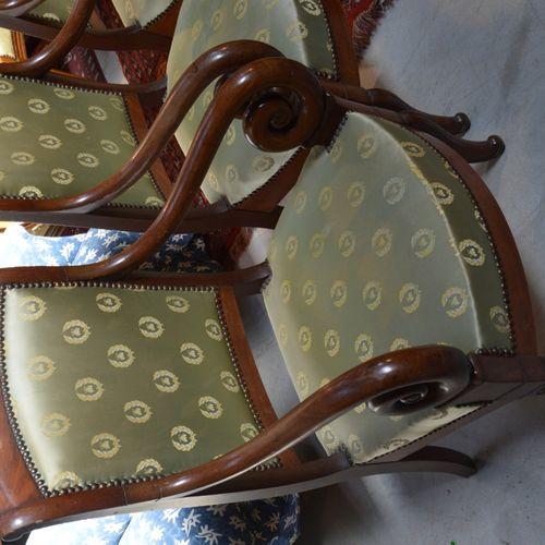 Ensemble de mobilier de salon de style Restauration en noyer comprenant un canap…