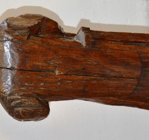Sculpture en bois représentant St Laurent XVIIème siècle.  H.: 38 cm.  (Manques)…
