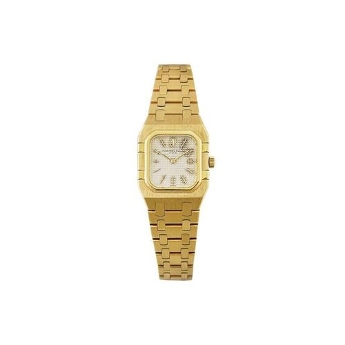 AUDEMARS PIGUET Fine, rectangular shaped, 18K yellow gold quartz wristwatch with…