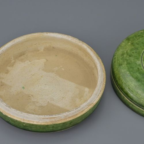 CHINESE GREEN GLAZED CIRCULAR BOX AND COVER, TANG DYNASTYOf circular form slight…
