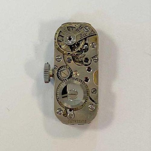 C1950, cadran rectangulaire de couleur crème avec chiffres arabes noirs, aiguill…