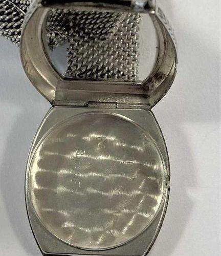 C1927, le cadran de couleur crème en forme de tonneau, 18 mm de diamètre, avec u…