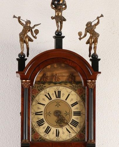 Frisian tail clock Dutch walnut Frisian tail clock with ships mechanism, 2nd hal…
