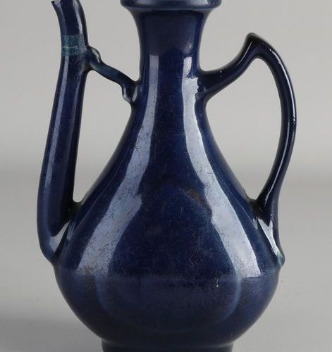 Pichet en porcelaine de Chine ancienne à glaçure bleue et marque de fond séparée…