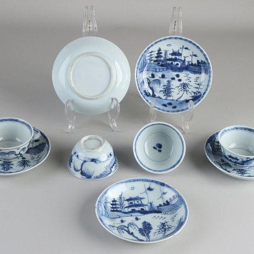 Cinq tasses en porcelaine chinoise du XIXe siècle + quatre soucoupes à décor de …
