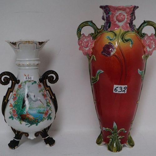 ANTIEKE VAAS IN PORSELEIN + ART NOUVEAU VAAS IN BARBOTINE H: 35 and 45 cm