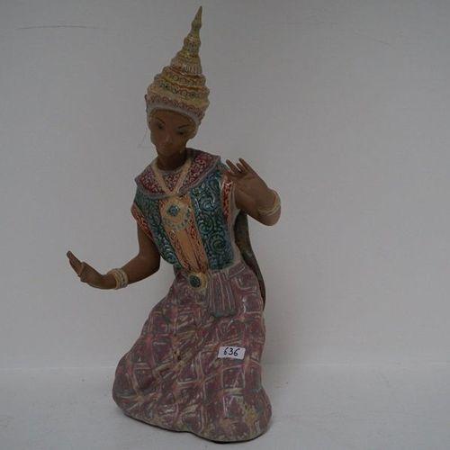 """Beeld LLADRO """"Balinese dancer"""" H: 43 cm"""