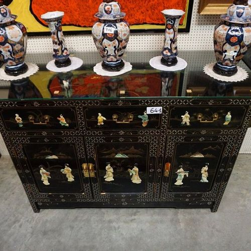 CHINESE DRESSOIR Laque de Chine Personage decor With 3 doors and 3 drawers