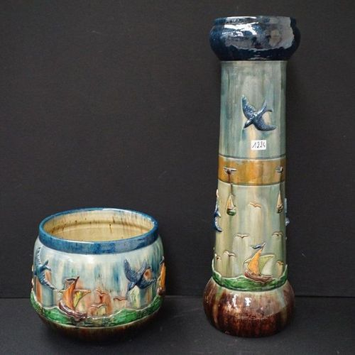 CACHEPOT OP KOLOM Flemish pottery Decorated with fishing boats at sea H: 122 cm