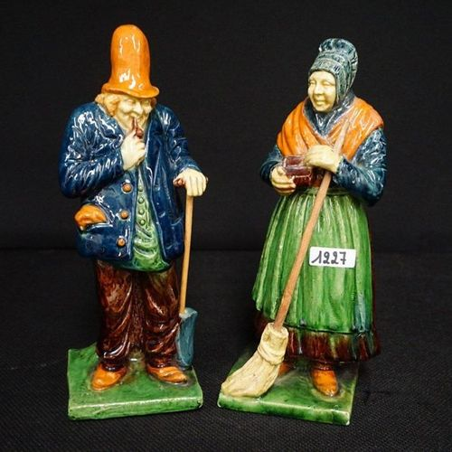 """2 BEELDEN Flemish pottery """"Man with pipe"""" and """"Woman with snuffbox"""" H: 25 cm"""