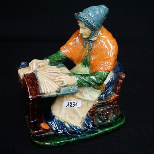 """Beeld Flemish pottery """"Spellewerkster with cat under the chair"""" H: 24 cm"""