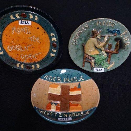 """3 BORDEN MET SPREUKEN Flemish earthenware """"Every house has its cross"""", """"Smoker c…"""