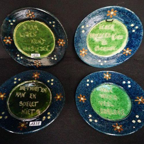 """4 BORDEN MET ZELDZAME SPREUKEN Flemish pottery """"Every mother's child is clean"""", …"""