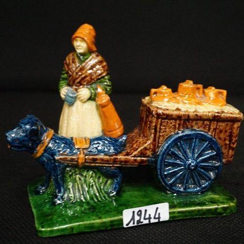 "Groep Flemish pottery ""Melkboerin met hondenkar"" L : 16 cm"