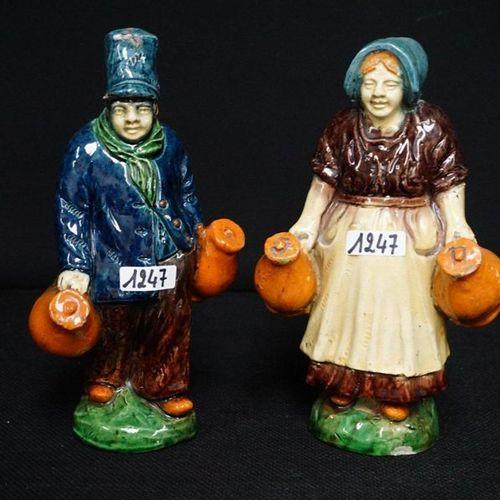 """2 BEELDEN Flemish pottery """"Melkboer en melkboerin"""" 1 statue with small damage to…"""