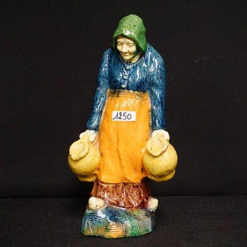 "Beeld Flemish pottery ""Melkboerin"" H : 28 cm"