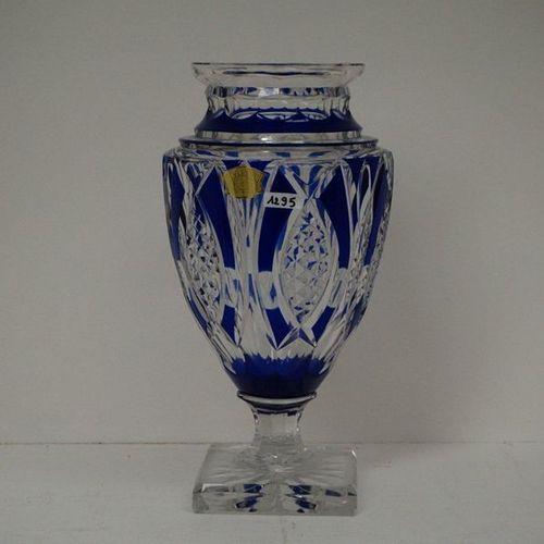 PRACHTIGE PRONKVAAS OP VOET Crystal hand cut Signed VAL SAINT LAMBERT Cobalt blu…
