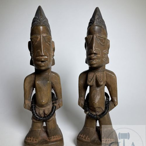 Pair of Ibidji statuette, Ajasse type, Yoruba, Nigeria. H 24 cm Set of a brother…