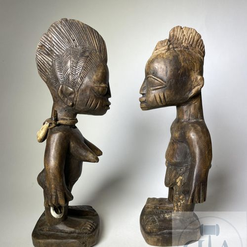 Pair of Ibejis statuette, Abeokuta Yoruba type, Nigeria. H 26 cm. Beautiful pair…