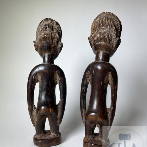 Pair of Ibejis statuette, Igbomina type (with coat), Yoruba, Nigeria. H 22 cm. S…