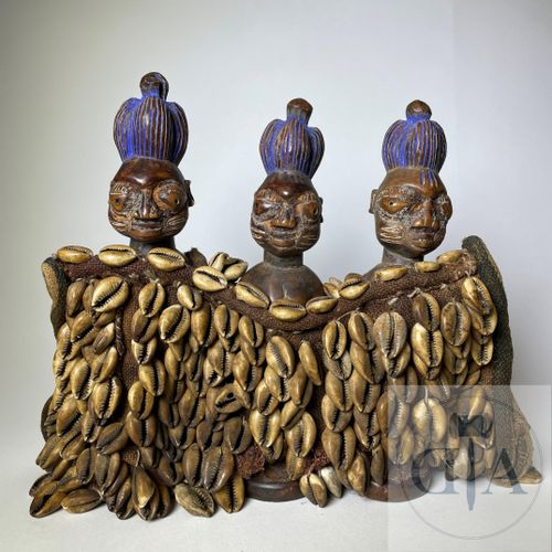 Rare Triplets of Ibejis statuette, type Igbomina (in mantle), Yoruba, Nigeria Pu…