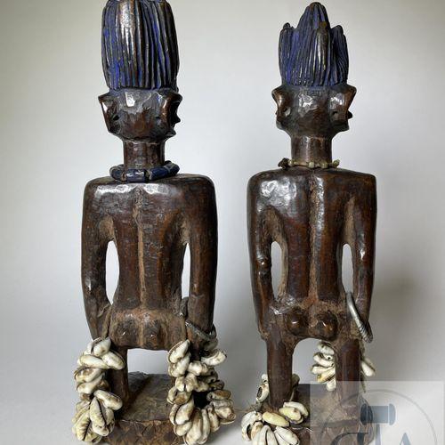 Pair of Ibejis statuette, Ede type, Yoruba, Nigeria. H 27 cm. Very beautiful pai…