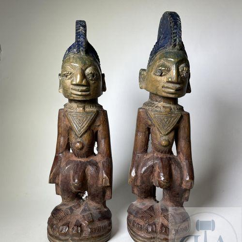 Pair of Ibidji statuette, type Igbomina Ilorin (in coat) Yoruba, Nigeria. H 28 c…