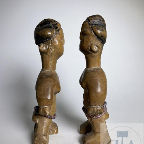 Pair of Ewe statuette, Togo. H 16 cm Beautiful pair of twins carved in wood with…