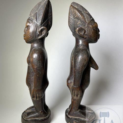 Pair of Ibejis statuette, Kwara type, Yoruba, Nigeria. H 30 cm. Slightly larger …