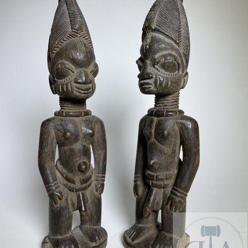 Pair of Ibejis statuette, Ila Orangun, Yoruba, Nigeria. H 26 cm. Beautiful set o…