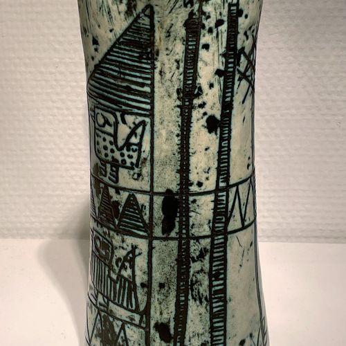 Pichet en céramique à décors gravés, manufacture de Jacques Blin vers 1955. Sign…