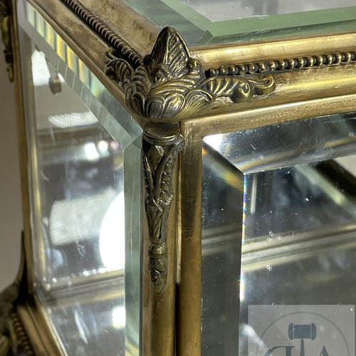 Gilt bronze liquor cellar with glass walls, back and mirror bottom. Napoleon III…