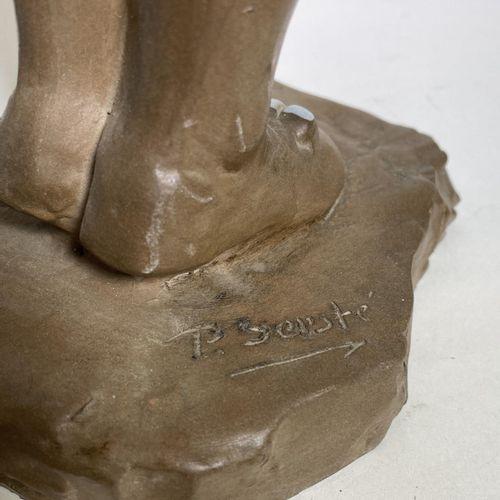 Sculpture représentant un matador en mouvement par Paul Sersté (1910 2000). Terr…