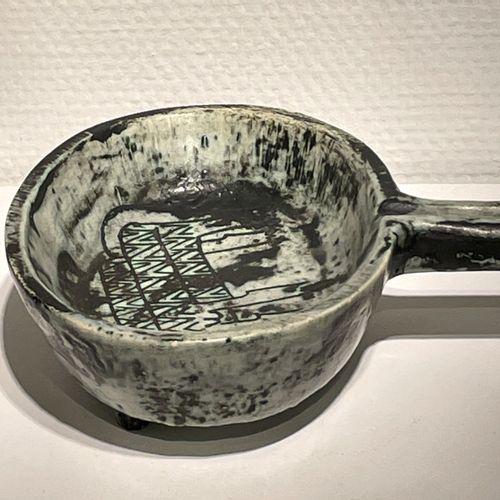 Un vide poche en céramique à décors gravés, manufacture de Jacques Blin vers 195…