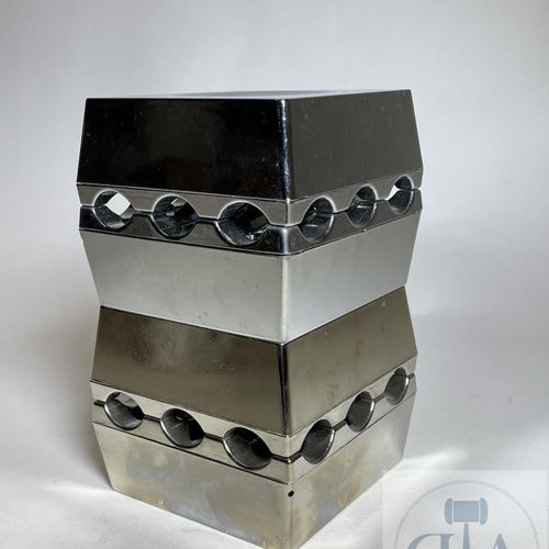Set of 4 small and 4 large ashtrays in chromed metal. Model inspired by Backstro…