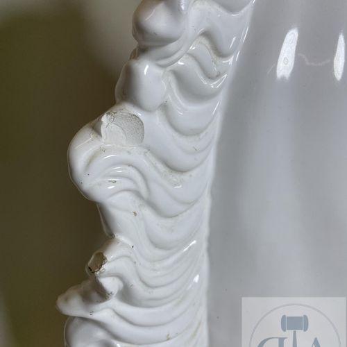 """Importante paire de lampes à poser """"Bustes de chevaux"""" en faïence sur socles en …"""