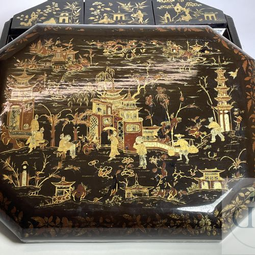 """Complete game box in lacquer """"de Coromandele"""" on claw feet with mother of pearl …"""