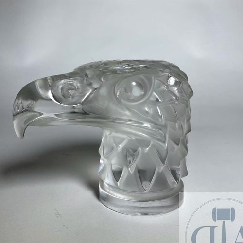 Crystal eagle head radiator cap by Lalique France between 1945 and 1978. Signed.…