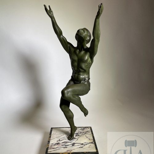 "Sculpture ""The king of the world"" representing a dancer. Bronze with green patin…"